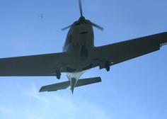 Na Floridi manjše letalo prebilo streho stanovanjske hiše in končalo v spalnici