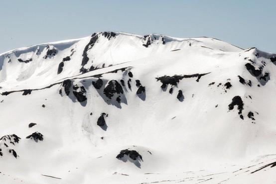 Plaz na Tirolskem pod seboj pokopal več ljudi, ena oseba je umrla