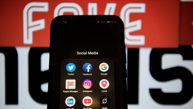 Bruselj poziva Facebook, Google in Twitter h krepitvi boja proti lažnim novicam (foto: profimedia)