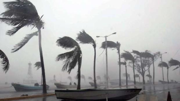 Po Alabami je pustošil tornado, ki je terjal najmanj 23 žrtev (foto: STA)