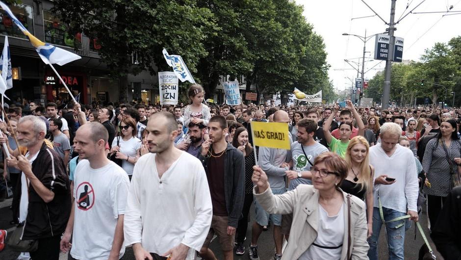 Protestniki v Beogradu zahtevajo, da nekdo od njih v živo spregovori v večernih poročilih (foto: profimedia)