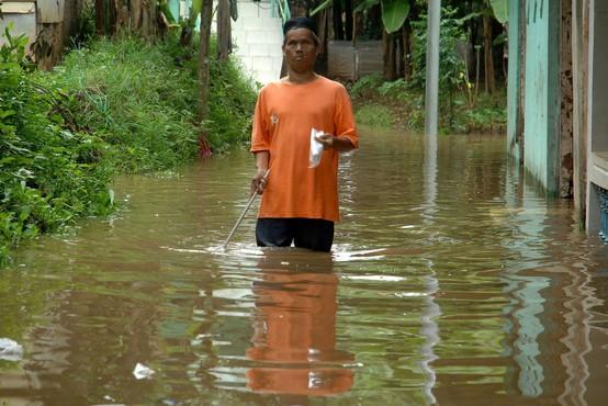 Poplave v indonezijski pokrajini Papua terjale najmanj 50 življenj