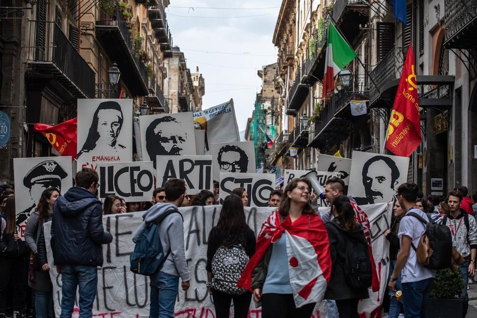 50.000 Italijanov v protest s transparenti proti mafiji (foto: profimedia)