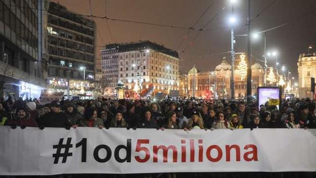 Protest v Beogradu že 16. soboto zapored, tokrat brez izgredov (foto: STA)
