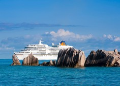 Razkošna križarka Viking Sky je po teževah z motorji končno priplula v pristanišče