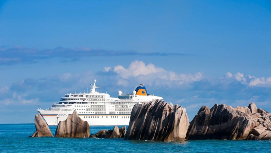 Razkošna križarka Viking Sky je po teževah z motorji končno priplula v pristanišče (foto: profimedia)