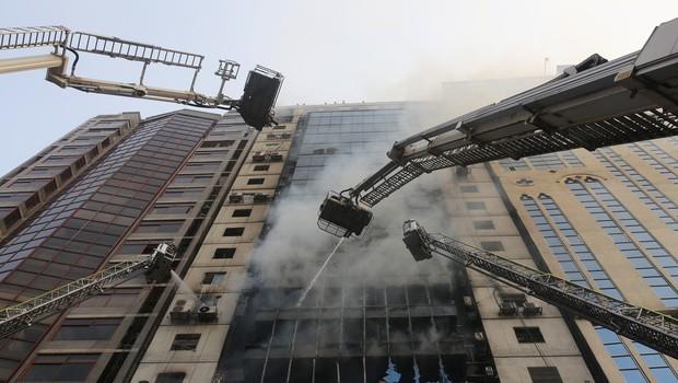 V požaru v 19-nadstropni bangladeški stolpnici umrlo več ljudi (foto: profimedia)