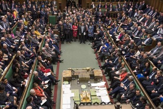 Britanski poslanci za vnovično preložitev brexita