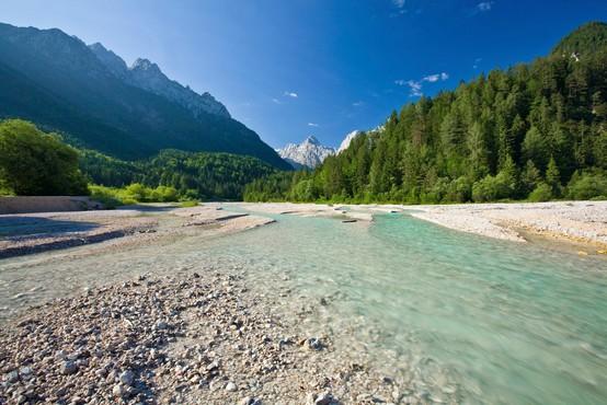 7 naravnih čudes Slovenije, ki jih lahko obiščite še to poletje