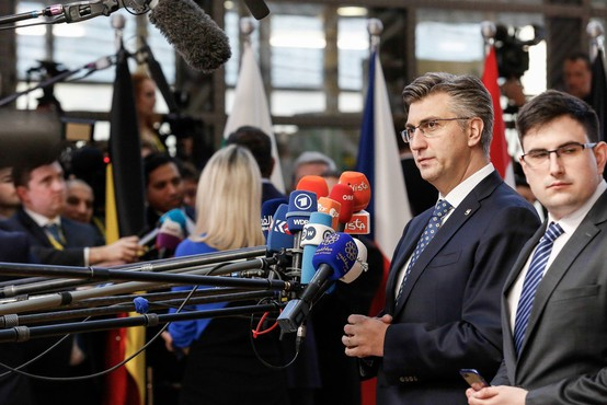 """""""Na Hrvaškem ni politika tista, ki vodi politike, ampak nekdo drugi v ozadju!"""""""