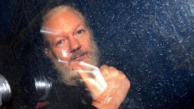 Povsem resni pozivi vladi, naj Slovenija ponudi azil Assangeu! (foto: profimedia)