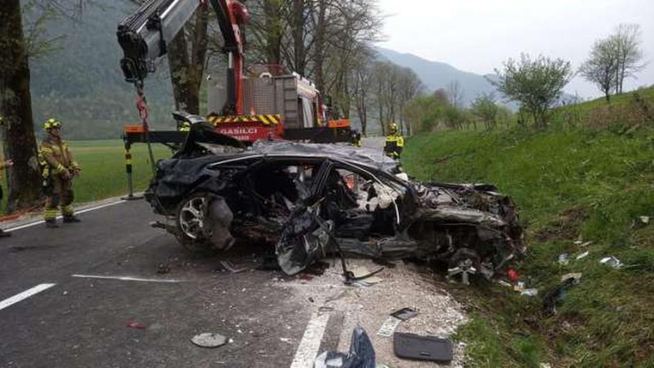 Huda nesreča pri Kobaridu terjala tri življenja, voznik težko poškodovan (foto: Prostovoljno gasilsko društvo Kobarid)