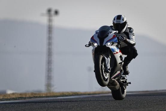 BMW S1000RR: Lažji, okretnejši in hitrejši!