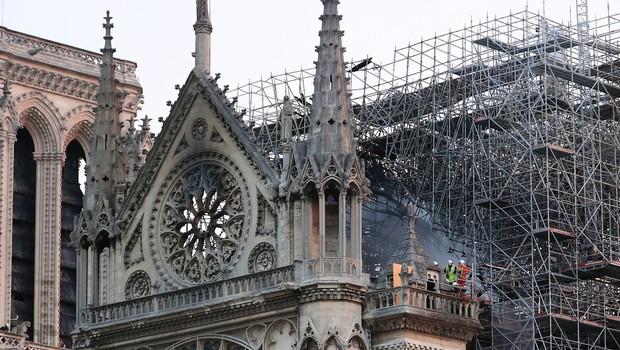 Požar v pariški katedrali Notre Dame pogašen, Francozi obljubljajo donacije! (foto: profimedia)