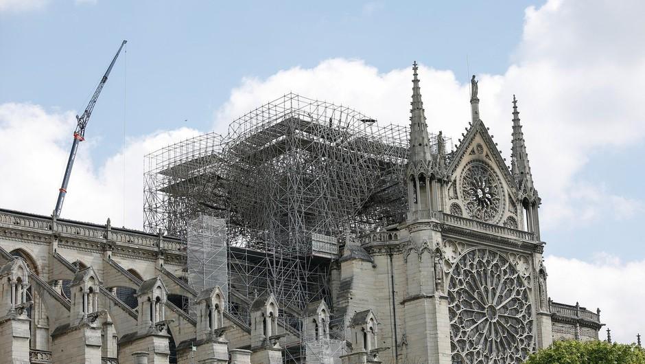 Po požaru v katedrali Notre-Dame zadoneli cerkveni zvonovi (foto: Profimedia)