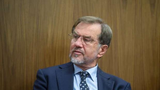 Lojze Peterle z orglicami zaključil mandat Evropskega parlamenta (foto: Nebojša Tejić/STA)