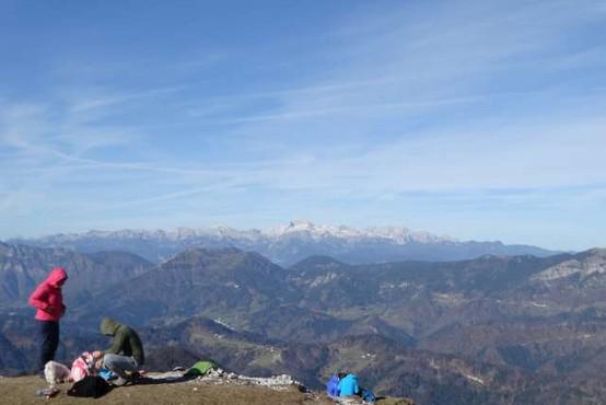 Na planini Prevala nad Podljubeljem našli mrtvega planinca