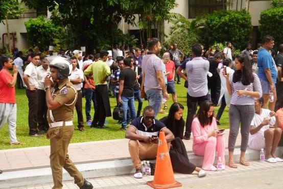Število žrtev napadov na Šrilanki narašča: Umrlo je 359 ljudi