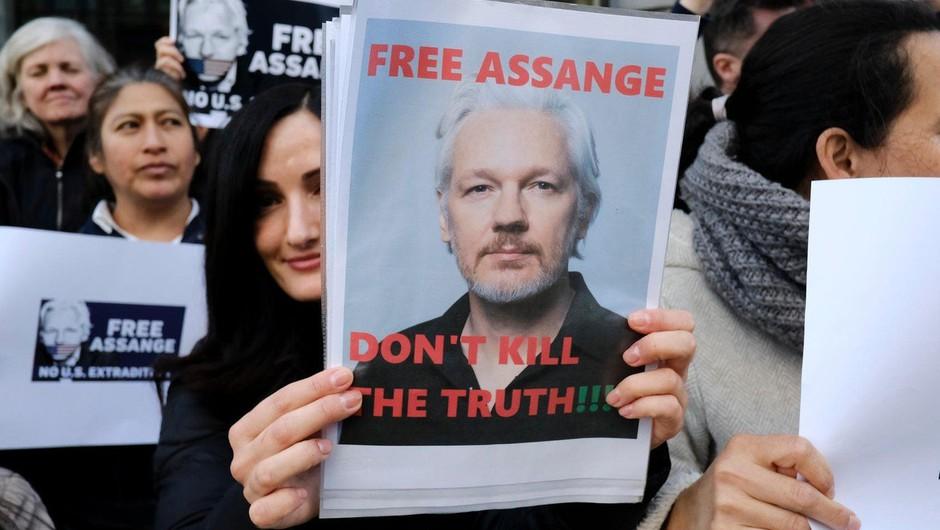 Juliana Assangea v zaporu obiskal predstavnik ZN (foto: profimedia)
