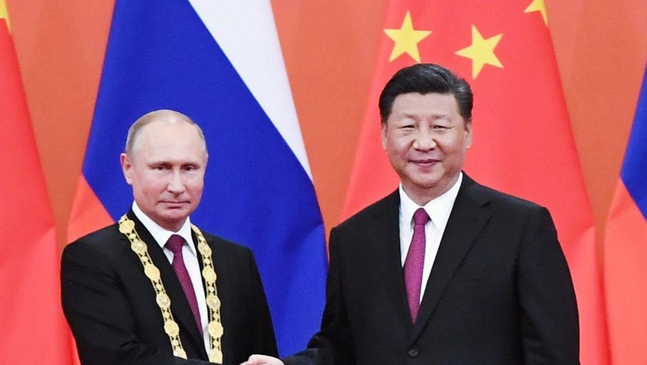 Xi najboljšemu prijatelju Putinu podelil častni doktorat (foto: profimedia)