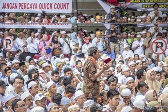 Neverjetno: Štetje volilnih glasovnic v Indoneziji terjalo več kot 270 življenj!