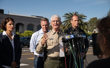 Najstnik pri San Diegu napadel sinagogo in se nato vdal policiji