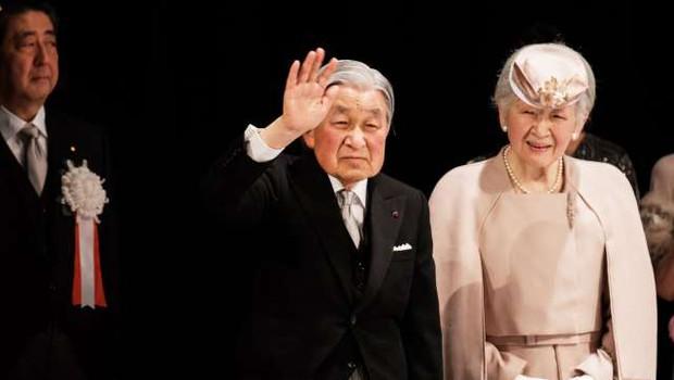 Po treh desetletjih se je japonski cesar Akihito poslovil od prestola (foto: STA/Xinhua)