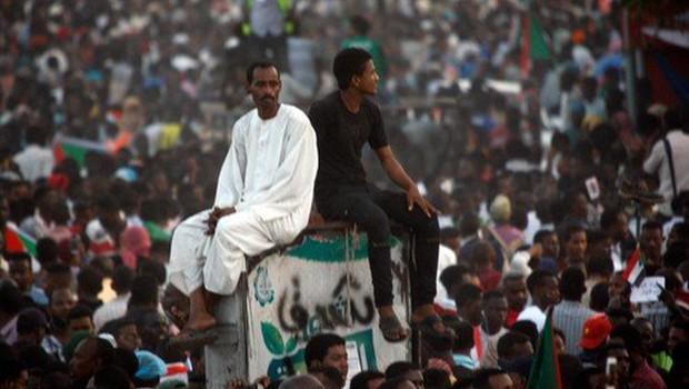 V Sudanu protestniki od vojske zahtevajo predajo oblasti civilistom (foto: profimedia)