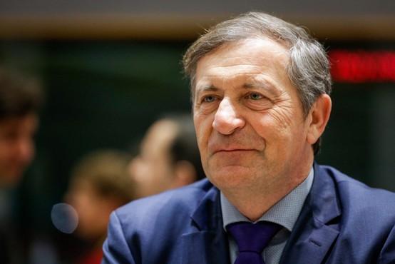 Poslanci DeSUS-a in Erjavec danes o morebitnem izstopu iz vlade