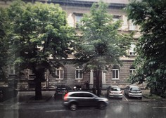 Na Hrvaškem orkanski veter povzroča težave - v Zagrebu ranjeni dve osebi