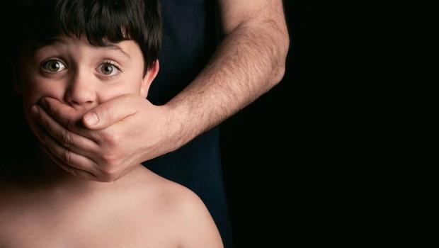 Po dveh letih dela Interpol rešil 50 otrok, zlorabljenih na pedofilski strani temnega spleta (foto: profimedia)