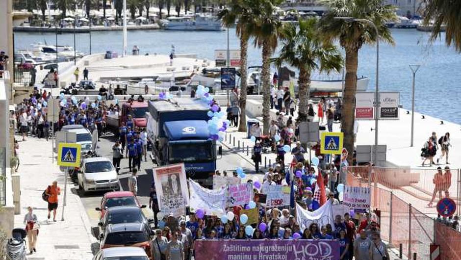 V več hrvaških mestih pripravili shode proti splavu (foto: Hina/STA)