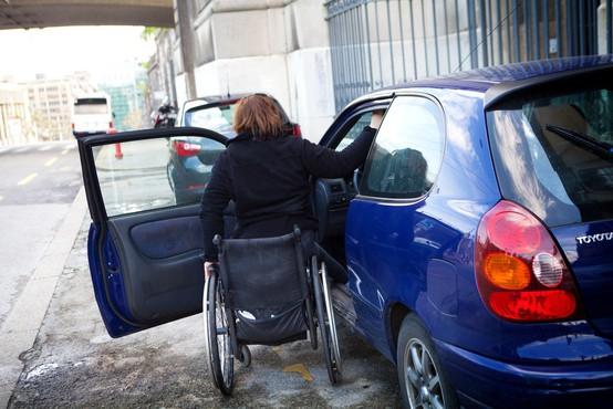 Neupravičenih parkiranj na mestih za invalide 58 odstotkov manj kot leta 2015