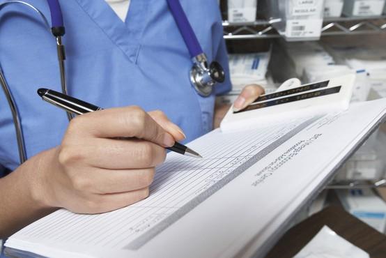 Minister za zdravstvo pravi, da podatkom o čakalnih vrstah ni mogoče zaupati