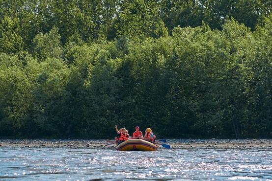 Tragedija na Renu: Prevrnjeni gumenjak terjal najmanj tri življenja
