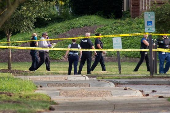 Odpuščeni delavec se je vrnil s pištolo in pobil 12 sodelavcev