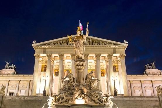 Na Dunaju prisegla vlada pod vodstvom kanclerke in z uravnoteženo zastopanostjo spolov