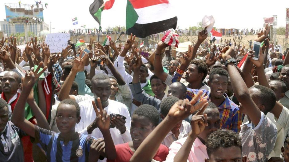 Smrtne žrtve med protesti v Sudanu (foto: profimedia)
