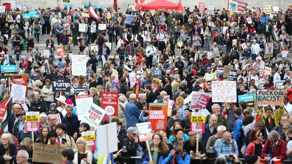 Na protestu proti Trumpu v Londonu več tisoč ljudi (foto: profimedia)