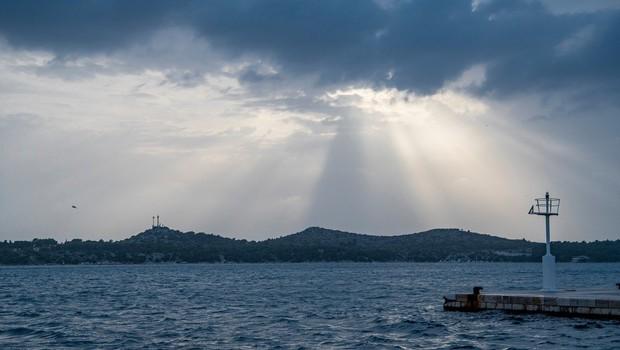 Reševalna akcija ribiškega čolna na francoski obali je bila usodna za tri reševalce (foto: profimedia)