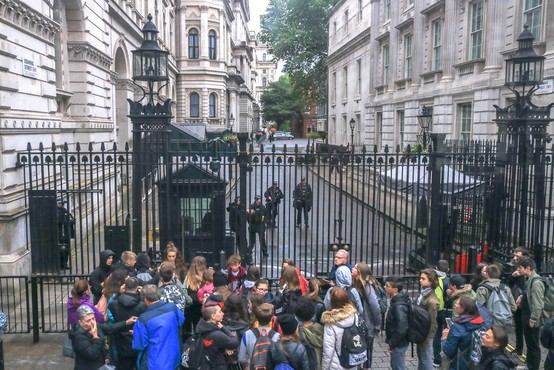 Britanska premierka z enim najkrajših stažev po drugi svetovni vojni Theresa May uradno odstopila