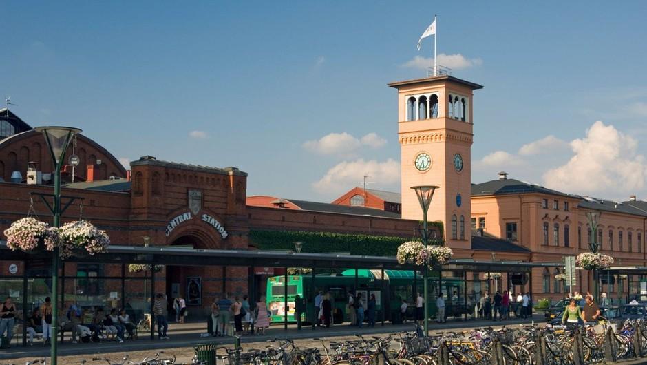 Švedska policija na železniški postaji ustrelila moškega, ki je grozil (foto: profimedia)