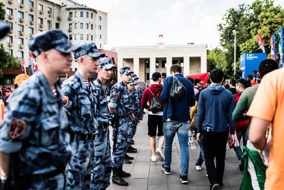 Med protestom v Moskvi aretiran opozicijski voditelj Navalni