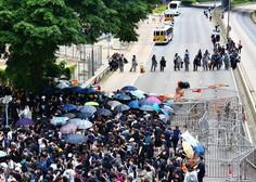 V Hongkongu izbruhnili spopadi med protestniki in policijo