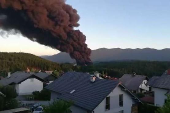 Prve raziskave po požaru tovarne v Podskrajniku niso pokazale večjih nevarnosti