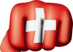 Švicarske v vijoličnem so se usule na ulico in protestirajo proti plačni neenakosti
