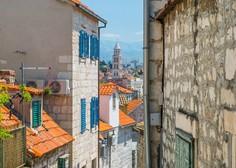 Prepir zaradi parkirišča! V Splitu je starejši moški s palico napadel nosečnico