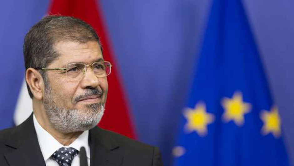 Umrl odstavljeni egiptovski predsednik Mursi, po tem, ko se je onesvestil na sodišču (foto: STA)