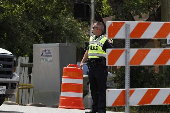 Napadalec na sodišče v Teksasu končal pod točo strelov
