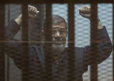 Nekdanjega egiptovskega predsednika Mursija pokopali v Kairu